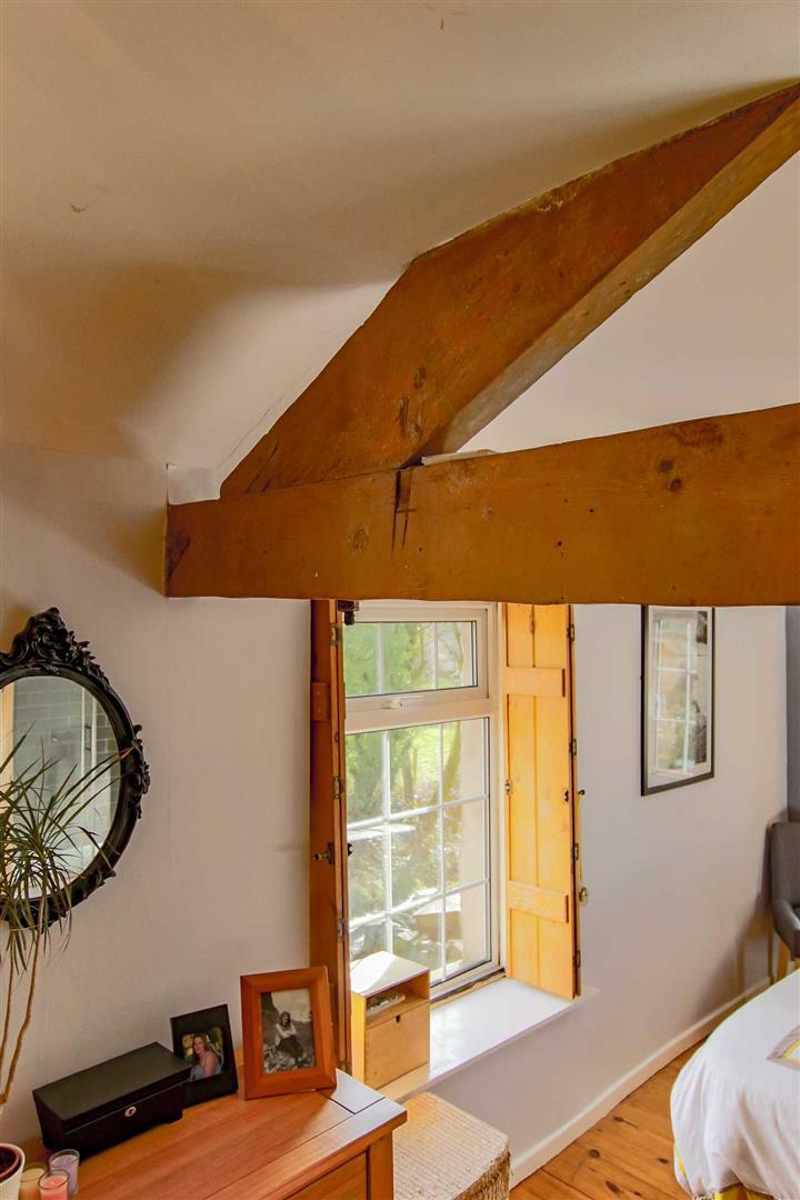 4 Bedroom Detached House For Sale - p033686_25.jpg